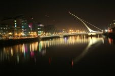 Мост Сэмюэла Беккета - Samuel Beckett Bridge (http://hr.wikipedia.org/wiki/Datoteka:Dublin_Samuel_Beckett_Bridge.jpg)